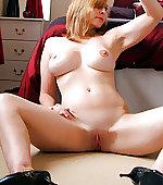 naked selfie mom