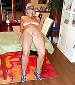 Lay bare bazaar wife